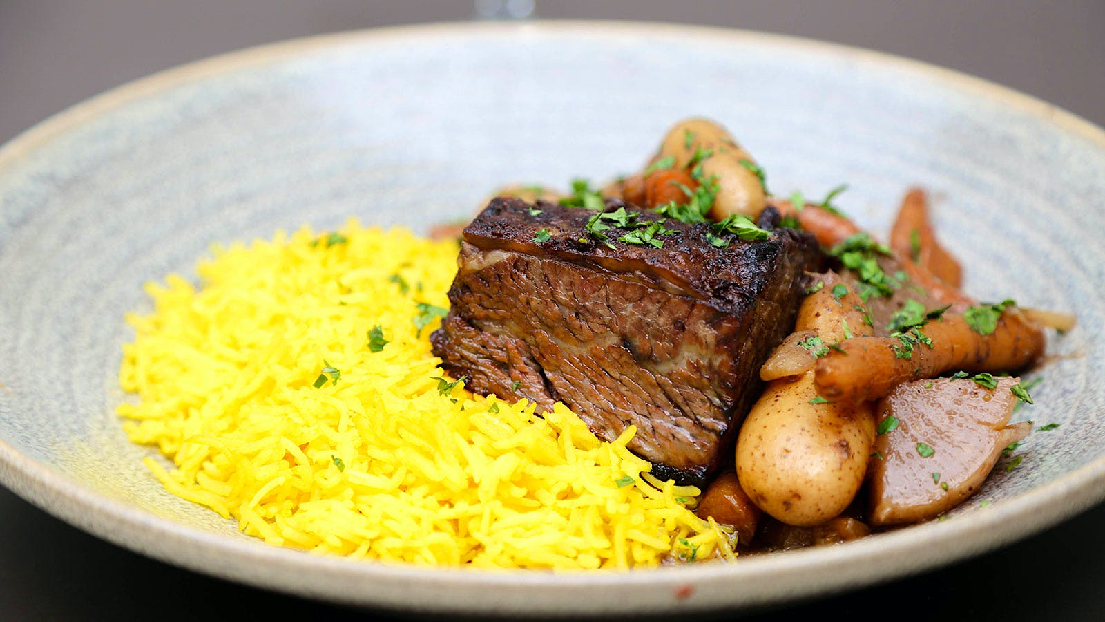 Short ribs with carrots, potatoes and saffron rice