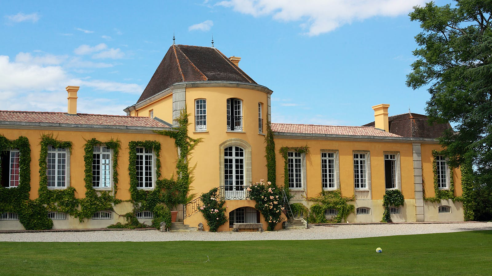 The 2015 Bordeaux Barrels Diary: Follow the Yellow Château