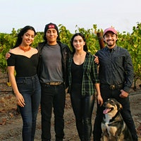 Ulises瓦尔迪兹的孩子,离开了to right, Angelica, Ricardo, Elizabeth and Ulises Jr., are building the companies he and his wife founded.Legendary Vineyard Manager Ulises Valdez Sr.'s Children Carry on His Legacy
