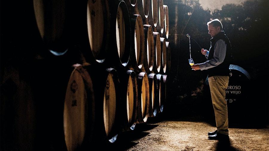 从喜欢藏酒Lustau生产雪利酒可能有心血管的好处,研究人员发现。