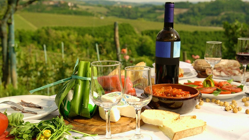 Leafy Greens, Whole Grains and a Glass of Wine May Keep the Heart Healthy