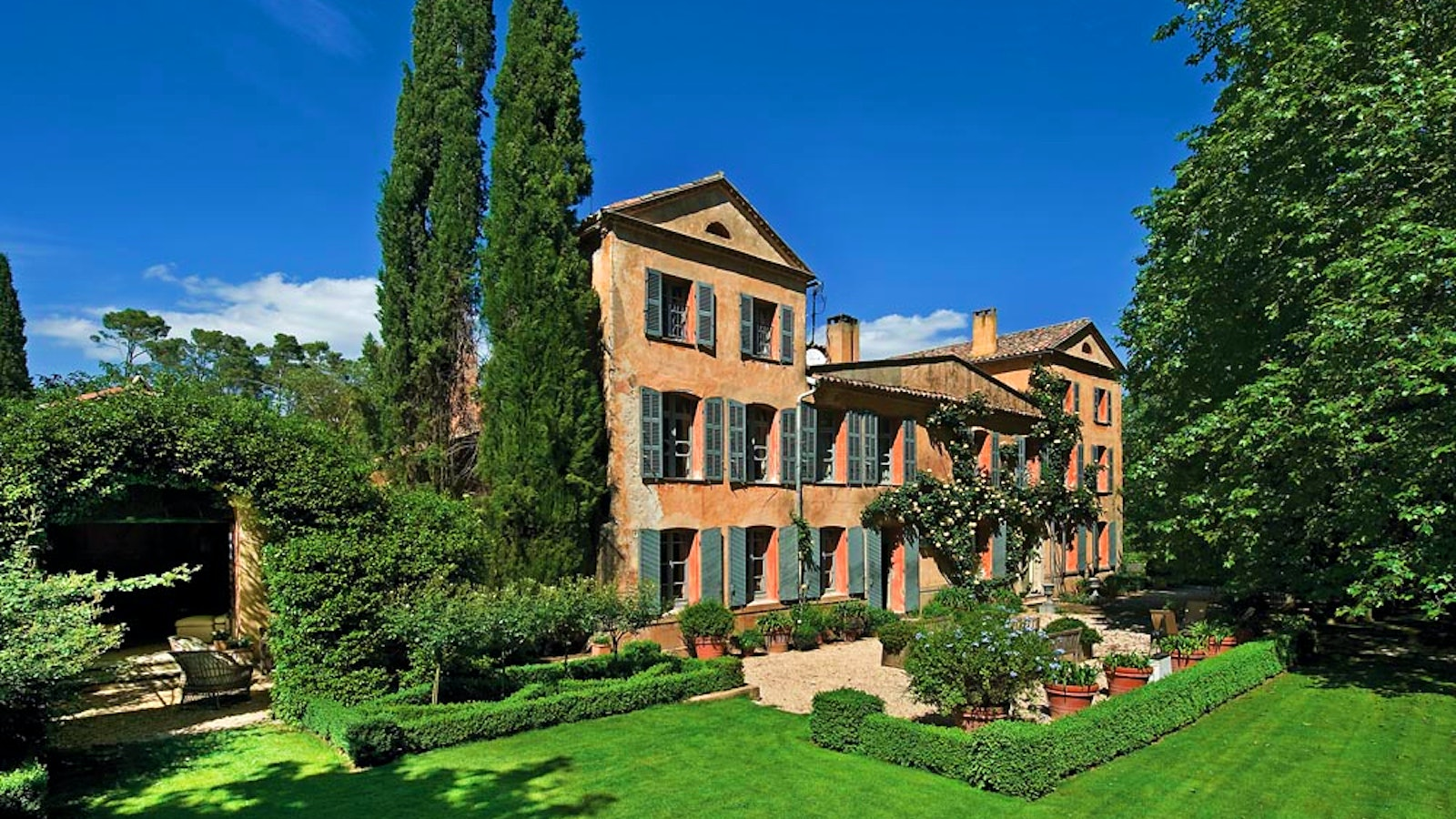 George Clooney's newly bought wine estate in France disputed Un_canadel051821_1600