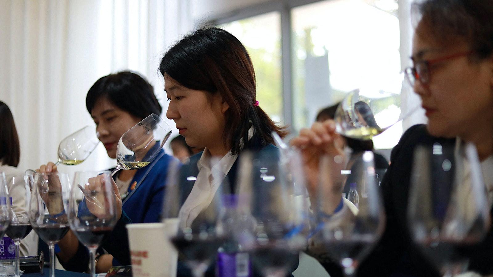 Students of wine]