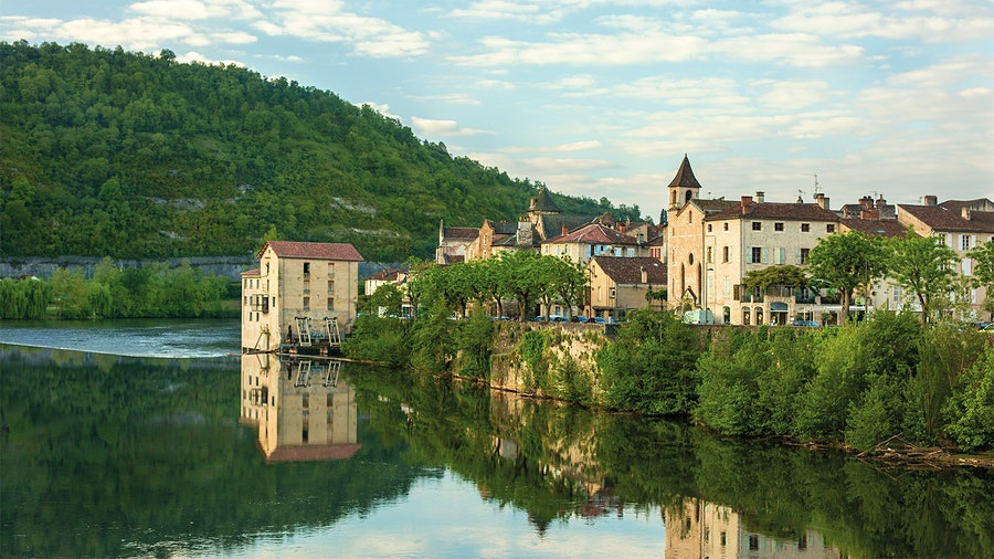 The town of Cahors, on the banks of the Lot River